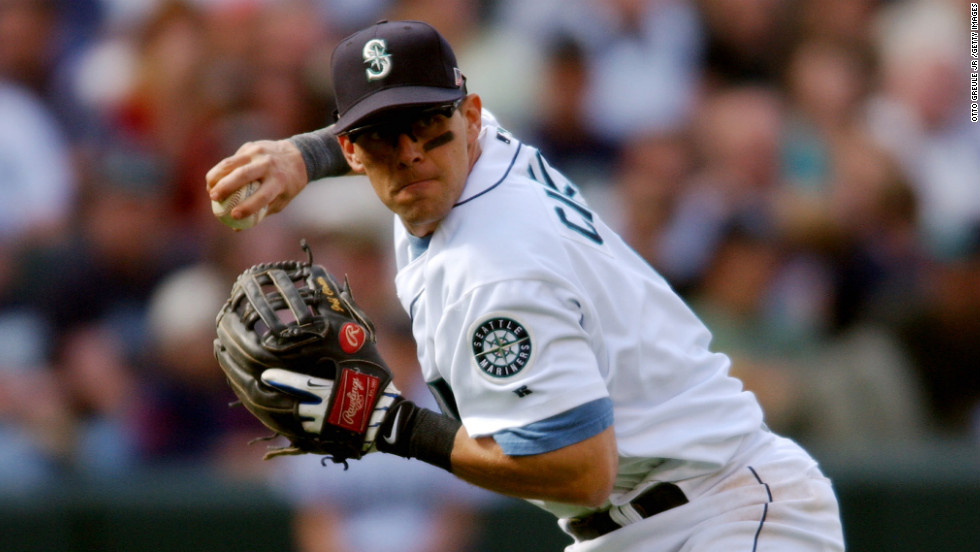Third baseman Jeff Cirillo of the Seattle Mariners throws the ball during a game against the Minnesota Twins in Seattle on July 4, 2002.