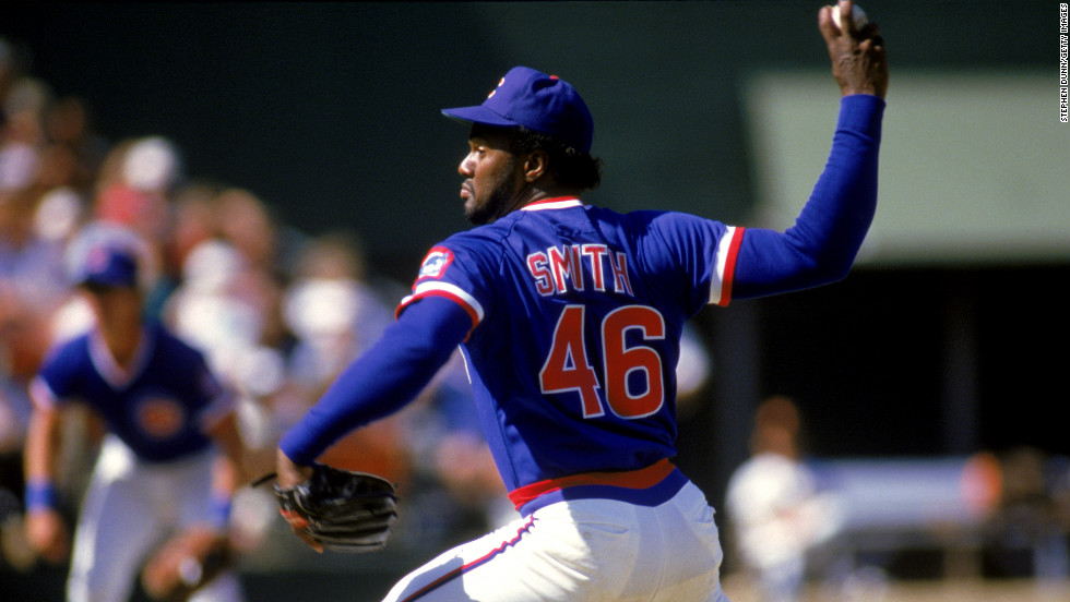 Lee Smith of the Chicago Cubs pitches during a game against the San Diego Padres at Jack Murphy Stadium in a 1986 game in San Diego.