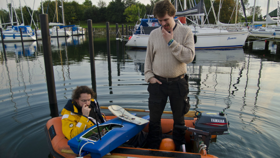 Repairs are made to the MS0x00, another Hackerfleet project that tests autonomous sailing technologies. The hacker group have also created an android app that charts the location of buoys and sea signs.