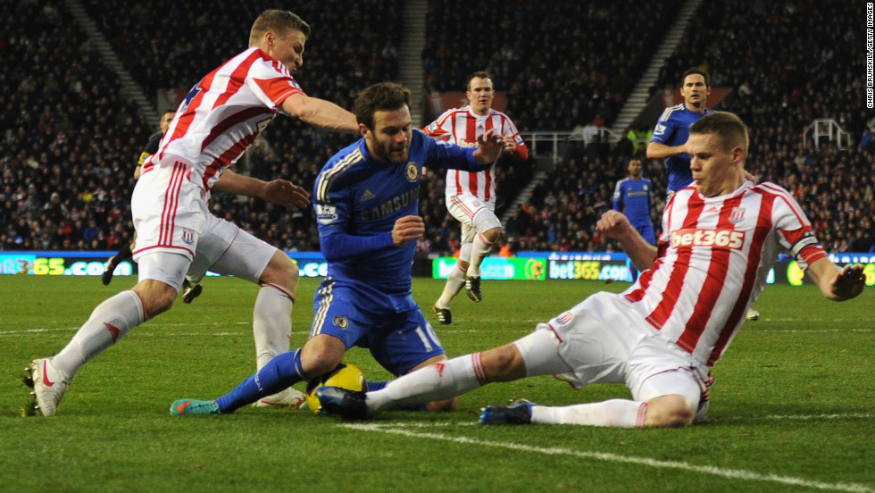 Chelsea went 3-0 ahead through Frank Lampard's penalty after Spain international Mata was fouled by Robert Huth, left.