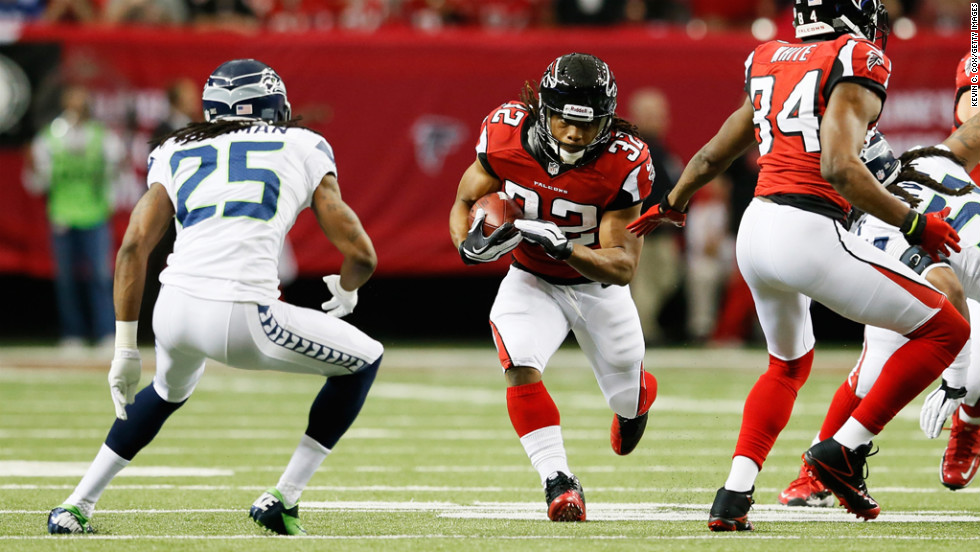 Jacquizz Rodgers of the Falcons runs the ball against the Seahawks in the first quarter on Sunday.