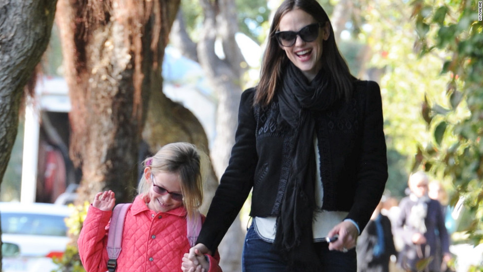 Jennifer Garner goes for a walk with her daughter.
