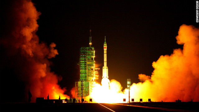 China, Shenzhou VII spacecraft lifting off from Jiuquan Satellite Launch Centre