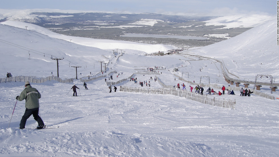 Heavy snowfall and cold temperatures mean CairnGorm mountain is buried in snow from December to March. The resort is geared toward beginners and intermediates.