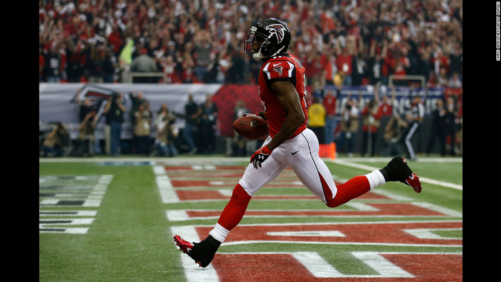 Julio Jones of the Atlanta Falcons catches a 46-yard touchdown in the first quarter against the San Francisco 49ers.