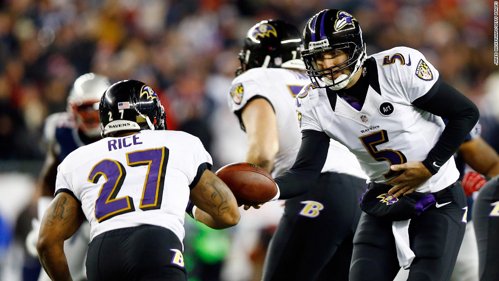 Ravens quarterback Joe Flacco hands the ball off to Ray Rice.