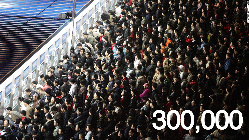 On January 15, 300,000 tickets were sold hourly on China Rail Service's official booking site -- a new record for the website. This was the day tickets for the peak travel days of February 6 and 7 were released.
