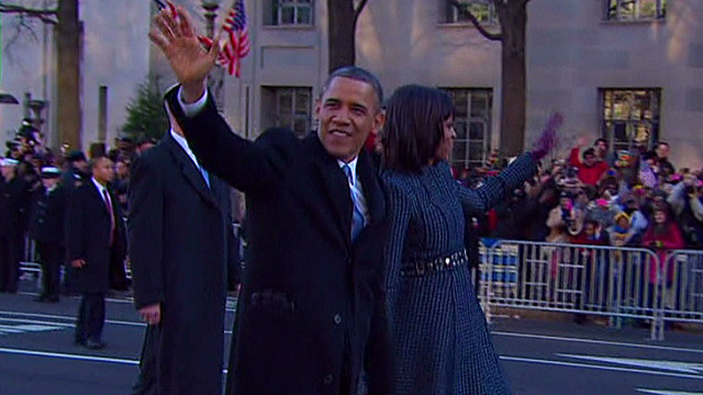 Obamas walk part of parade route