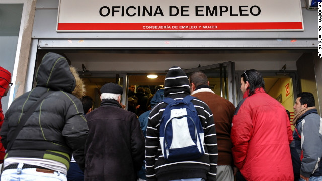 Unemployed wait in line at a government employment office on February 5, 2009 in Madrid, Spain. With companies shedding tens of thousands of jobs due to the fall in of the Spanish property boom, the number of people out of work in Spain has risen to a 12 year high in January with more than 3.3 million out of work, 13% of the Spanish population. (Photo by Jasper Juinen/Getty Images)