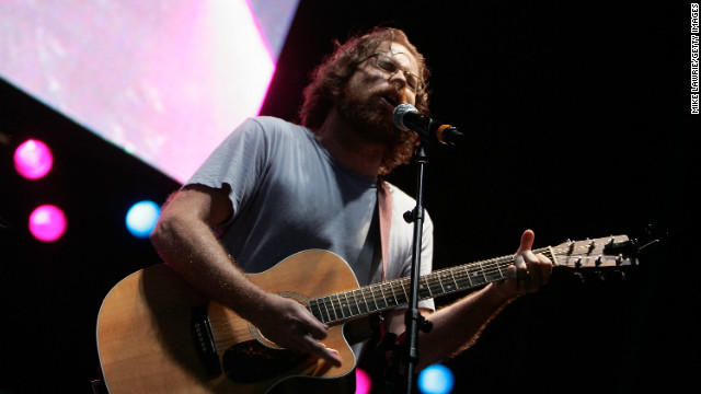 "Jonathan Coulton arranged a cover of ""Baby Got Back"" that strongly resembles the one used in ""Glee"" Thursday night."