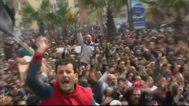 sayah.egypt.clashes.morsy.warning_00001916.jpg