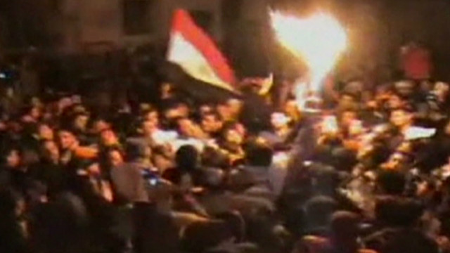 Egyptian protesters defy curfew