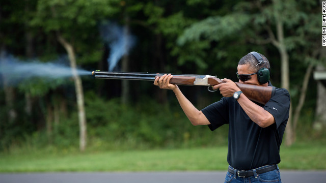 Critics ridicule Obama gun photo