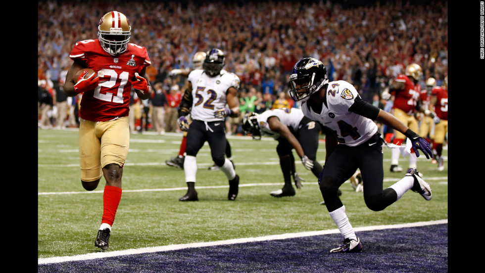 Frank Gore of the 49ers runs in for a touchdown in the third quarter past Corey Graham of the Ravens.
