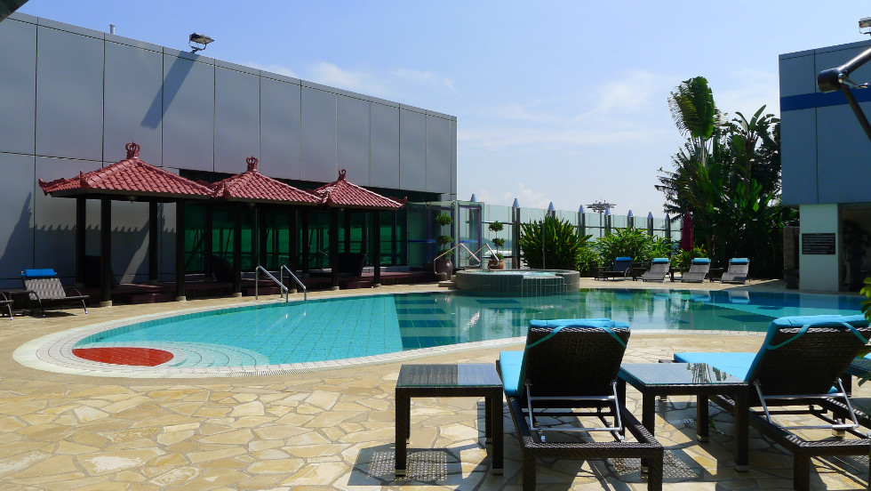 The sun beats down on Changi Airport's rooftop swimming pool, a popular draw with travelers who can also take a dip in the airport Jacuzzi. Other leisure facilities at Changi include a cinema and an on-site nature trail.