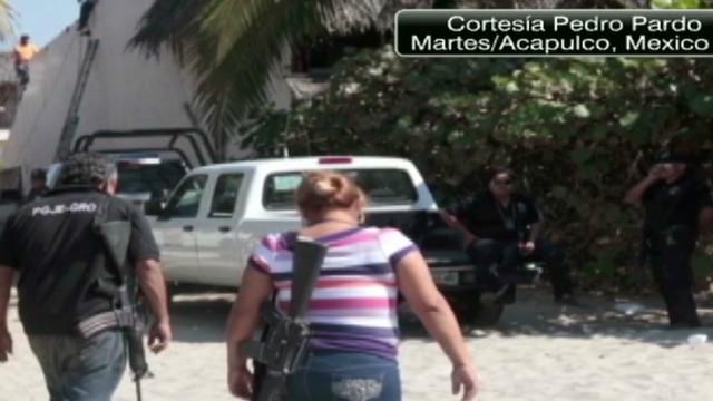 cnnee rodriguez mexico acapulco tourists latest_00012205.jpg