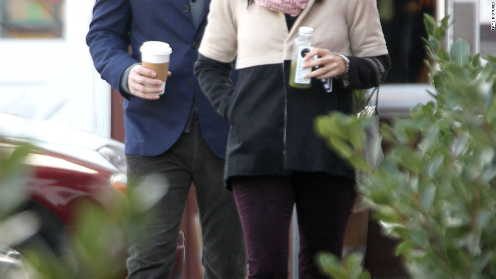 Ben Affleck and Jennifer Garner have breakfast in Brentwood, California.