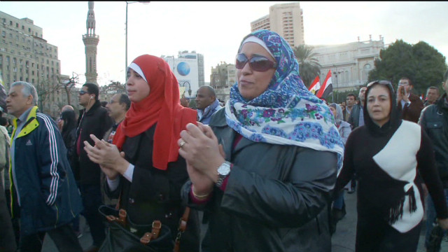 Bodyguards help protesting Egypt women