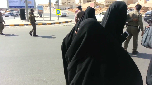 Activists: Saudi women, children arrested