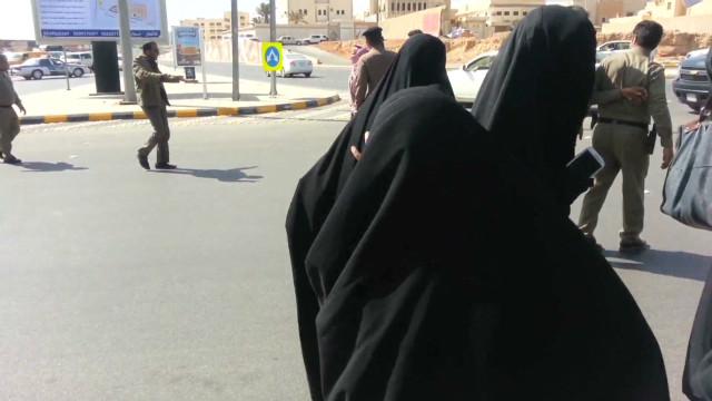 Activists: Saudi women, children arrested