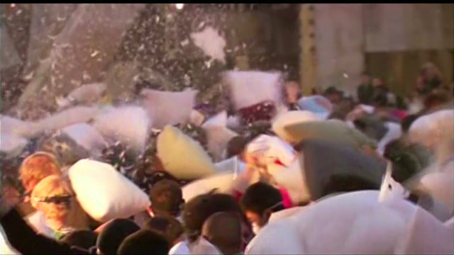 vo giant pillow fight_00000724.jpg