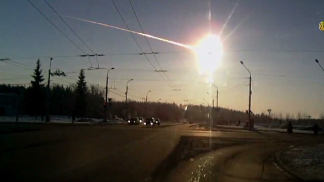 Videos capture exploding meteor in sky