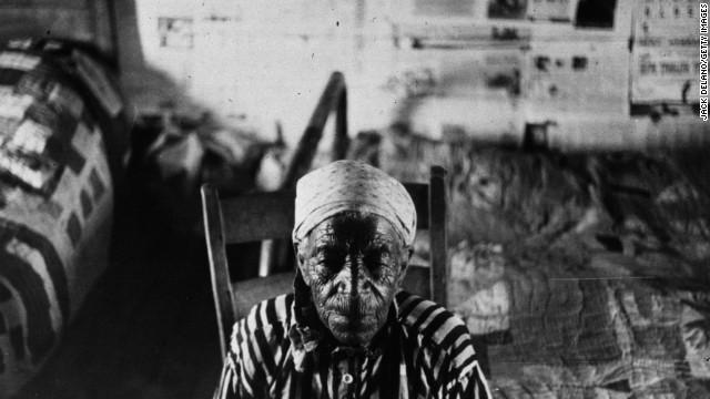 An elderly woman, who was born a slave, photographed in 1941 in a farm near Greensboro, Alabama.