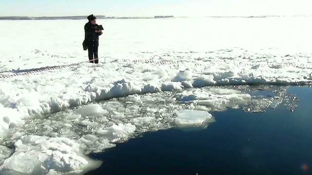 Meteor fragment leaves huge hole in lake