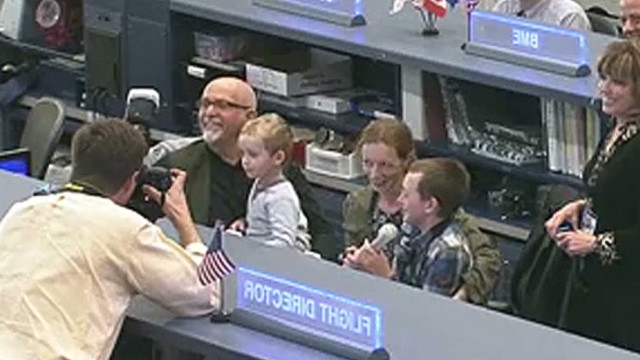 Singer Peter Gabriel chats with ISS crew