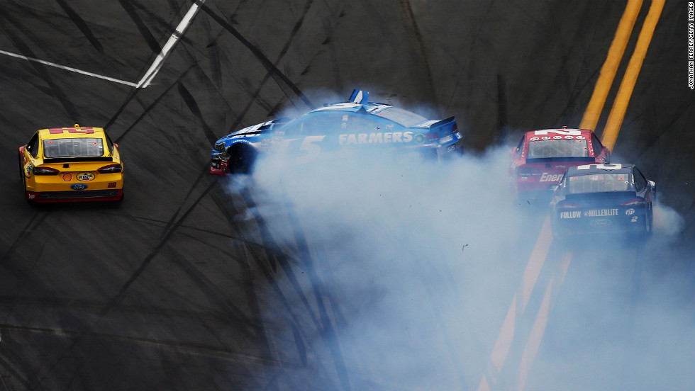 No. 5 Kasey Kahne skids out during the Daytona 500.