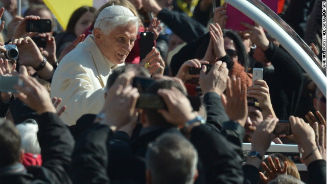 Pope Benedict arrives for final audience