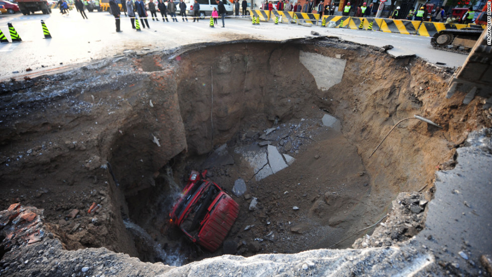 Florida sinkhole swallows parts of resort near Disney ...