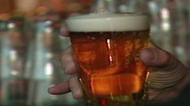 cnnee oraa busweiser watery beer_00005018.jpg