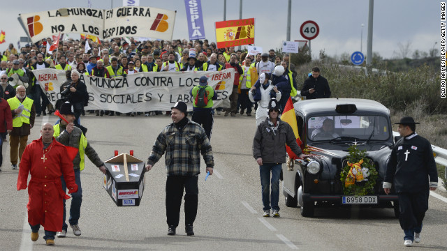 Strikers from Spanish airline Iberia take part in a demonstration at Barajas' airport in Madrid, on March 4, 2013.