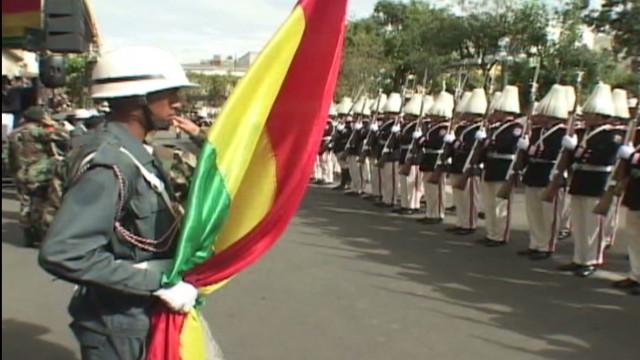 cnnee carrasco bolivia soldiers_00021424.jpg