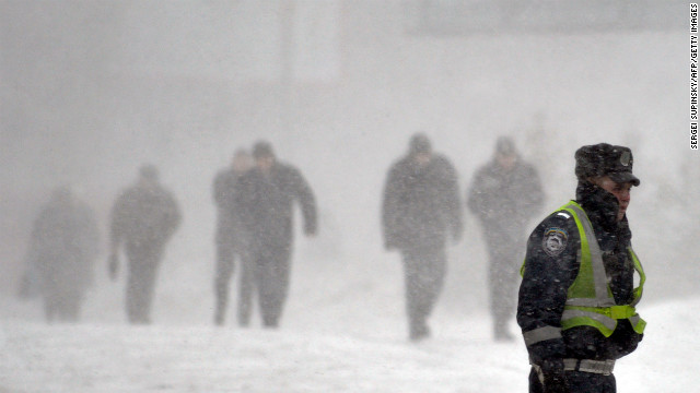 Winter storm slams Midwest