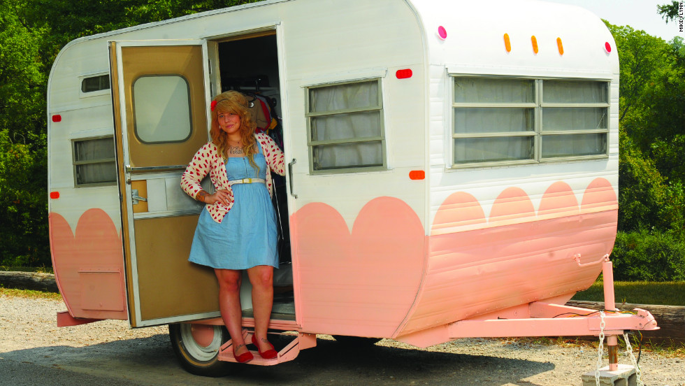 Honeybean Mobile Boutique was the first fashion trailer to open in Nashville, Tennessee.