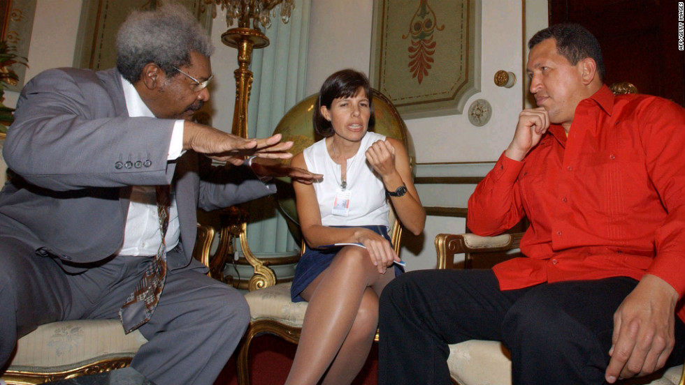 Boxing promoter Don King speaks with Chavez and an unidentified woman at the presidential palace in Caracas on February 2, 2004.