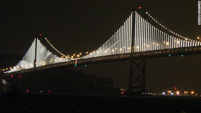 San Francisco turns a bridge into art with 25,000 lights ...