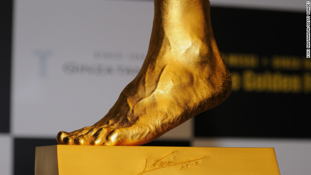 The statue of Lionel Messi's left foot was made by Japanese jeweler  by Ginza Tanaka.