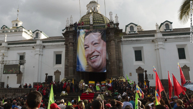 Sympathizers pay homage to deceased Venezuelan President Hugo Chavez in Quito, on March 6, 2013. Quito el 6 de Marzo de 2013. The flag-draped coffin of Venezuelan leader Hugo Chavez was borne through throngs of weeping supporters on Wednesday as a nation bade farewell to the firebrand leftist who led them for 14 years.   AFP PHOTO / RODRIGO BUENDIA        (Photo credit should read RODRIGO BUENDIA/AFP/Getty Images)