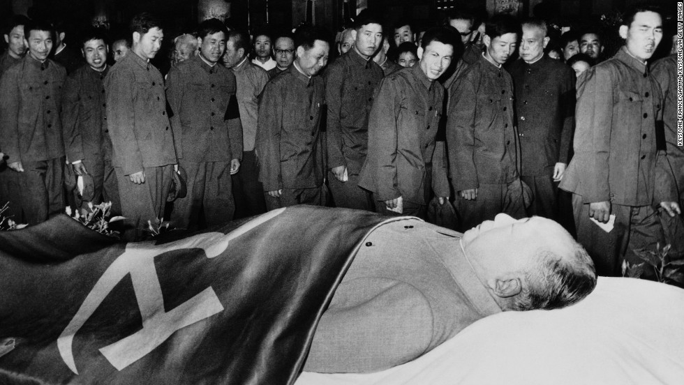 Chinese pass by Mao Zedong's body exhibited to the public on a catafalque.