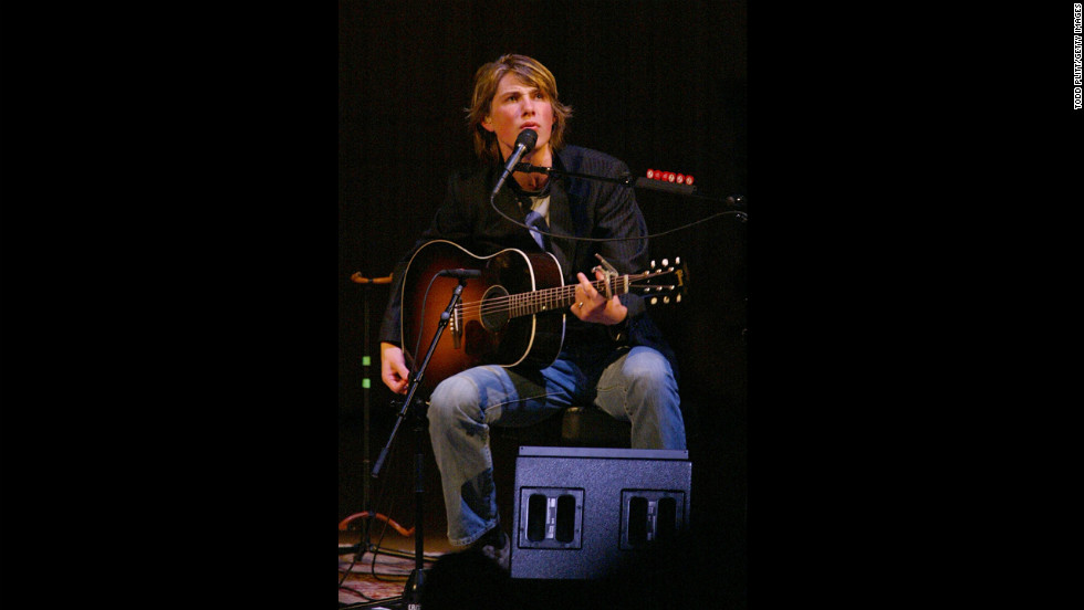 Taylor performs with Hanson at New York City's Carnegie Hall in 2003.