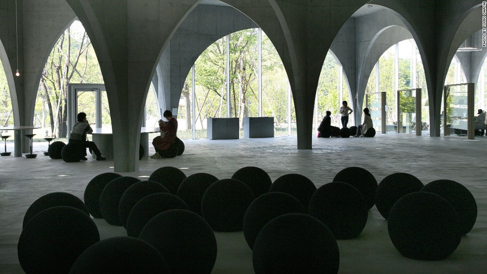 Studying is a joy in this light, airy library located in the suburbs of Tokyo. Arches made of steel plates covered with concrete cross at several intersections, allowing the bottom of the arches to remain beautifully slender while still supporting the weight of the floors above.