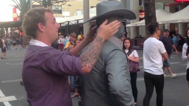 orig jtb distraction human statue punches man_00002323.jpg