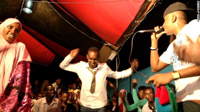 Waayaha Cusub in concert