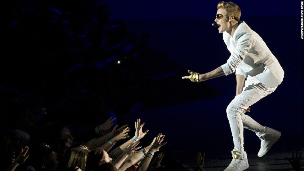 "Bieber <a href=""http://www.cnn.com/2013/03/05/showbiz/justin-bieber-london/index.html?iref=allsearch"" target=""_blank"">ticked off his fans in March</a> 2013 after he showed up a reported two hours late to a concert at London's O2 Arena. He disputed that in a tweet, however, saying he was only 40 minutes behind schedule."