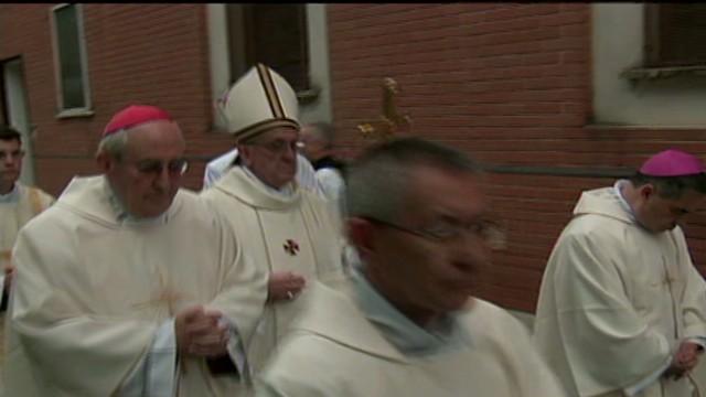 cnnee vo pope arrival_00001901.jpg
