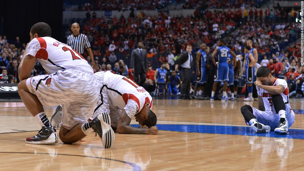 Louisville players react to Ware's injury.