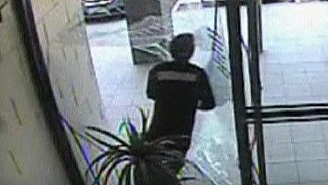 nr australian bag snatcher hits door_00002502.jpg